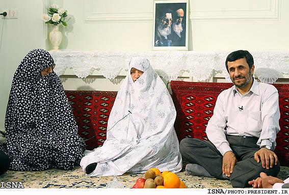 http://infosyiah.files.wordpress.com/2008/03/ahmadinejad1.jpg